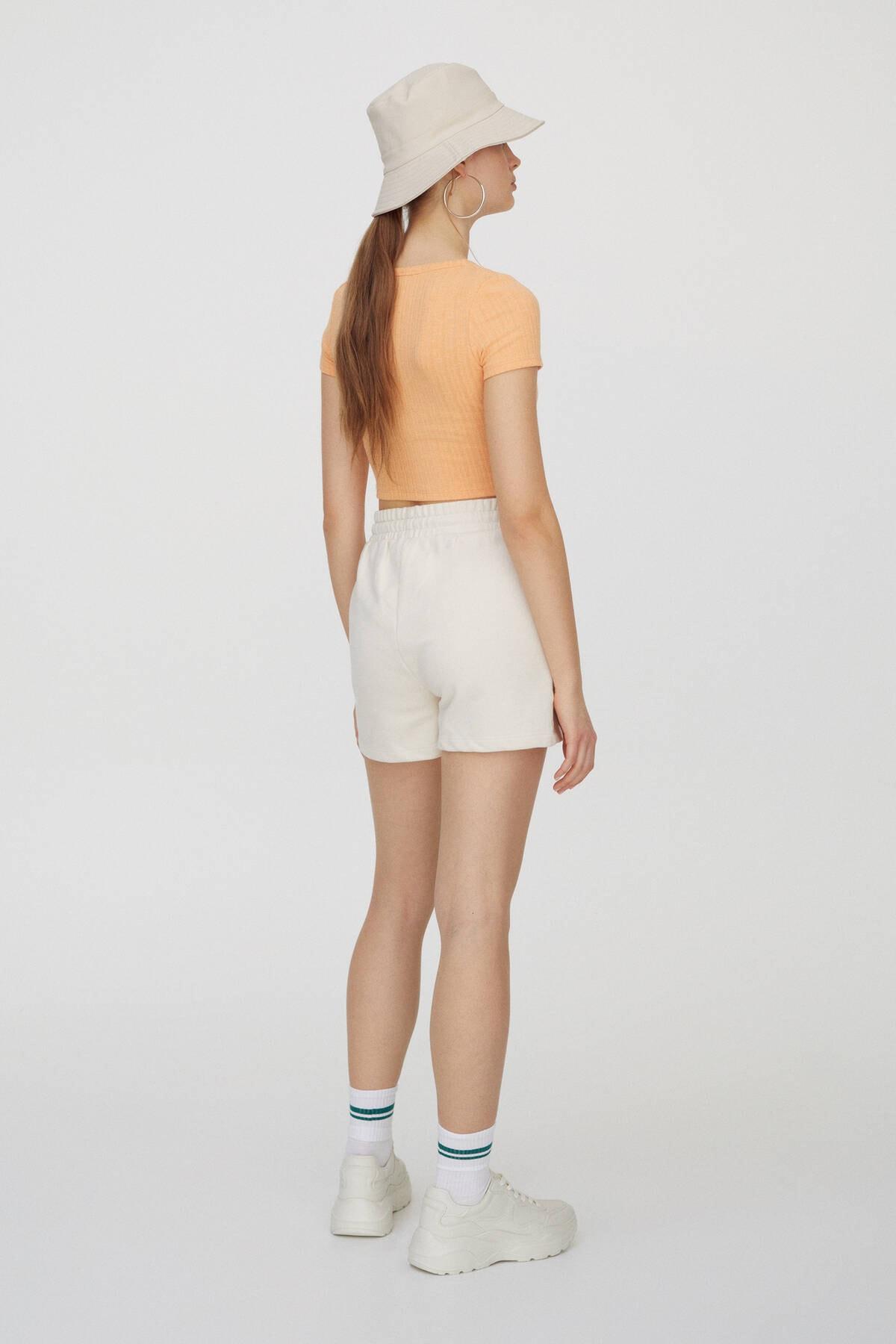 Pull & Bear Kadın Orta Turuncu Önü Dekoratif Düğmeli Fitilli T-Shirt 04240371 3