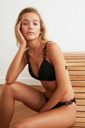 TRENDYOLMİLLA Siyah Aksesuar Detaylı Kaplı Bikini Üstü TBESS21BU0183 0