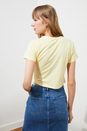 TRENDYOLMİLLA Sarı Baskılı Crop Örme T-Shirt TWOSS21TS2445 4