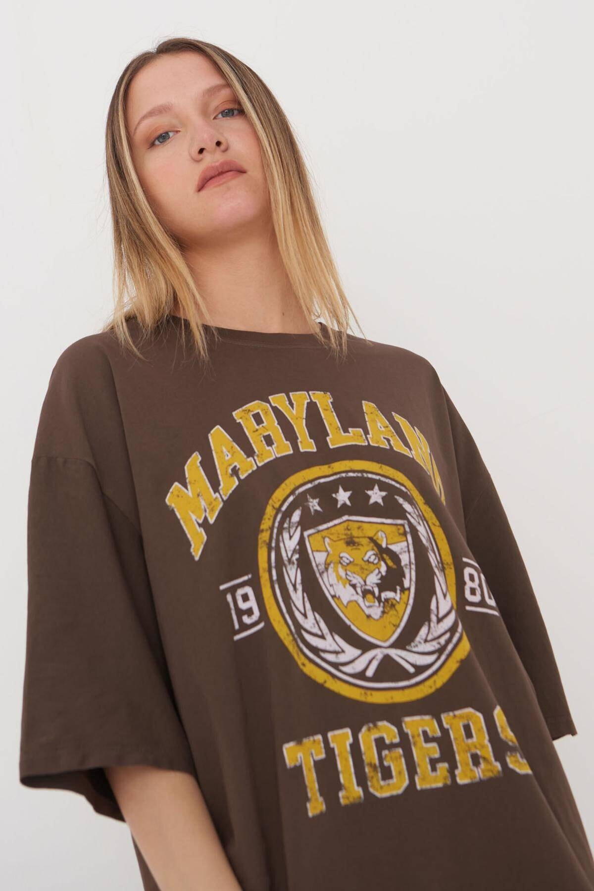 Addax Kadın Kahve Baskılı Oversize T-Shirt P9546 - B5 Adx-0000023996 3