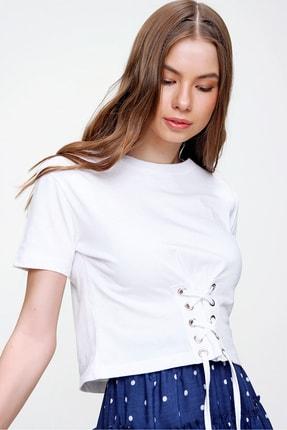 Trend Alaçatı Stili Kadın Beyaz Bisiklet Yaka Bağcıklı Crop T-Shirt ALC-X5976 3
