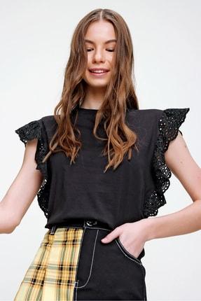 Trend Alaçatı Stili Kadın Siyah Güpür Kollu Vatkalı Bluz ALC-X5939 2