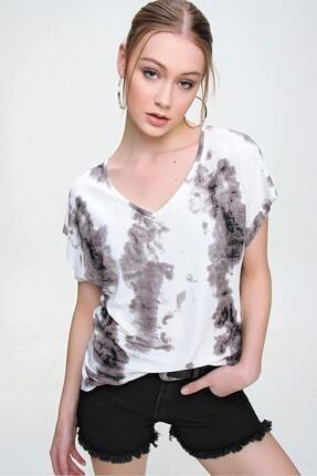 Şimal Kadın Yan Yırtmaçlı V Yaka Baskılı Salaş T-Shirt 2