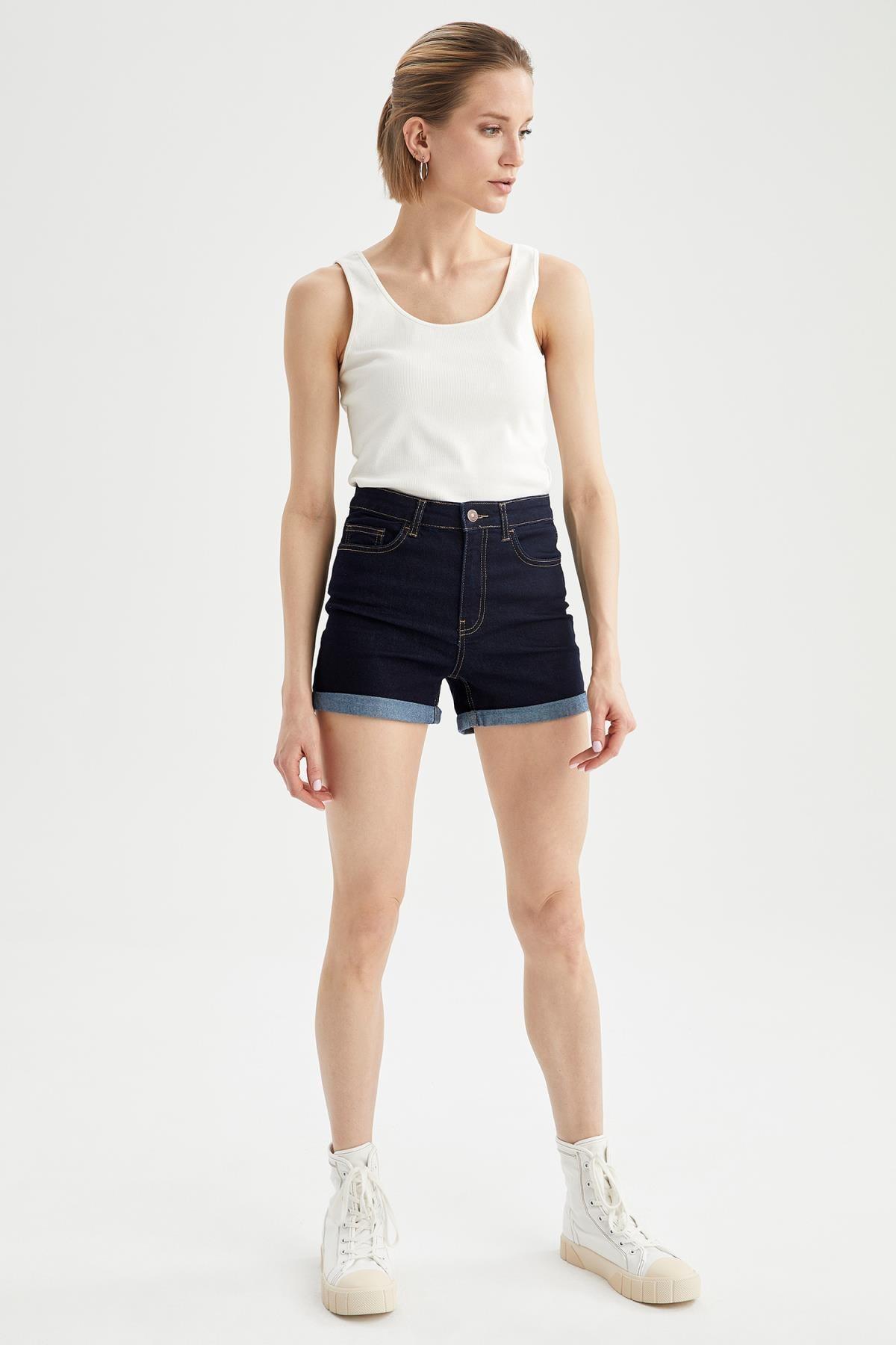 Defacto Kadın Askılı Basic Slim Fit Atlet R9547AZ21SP 1