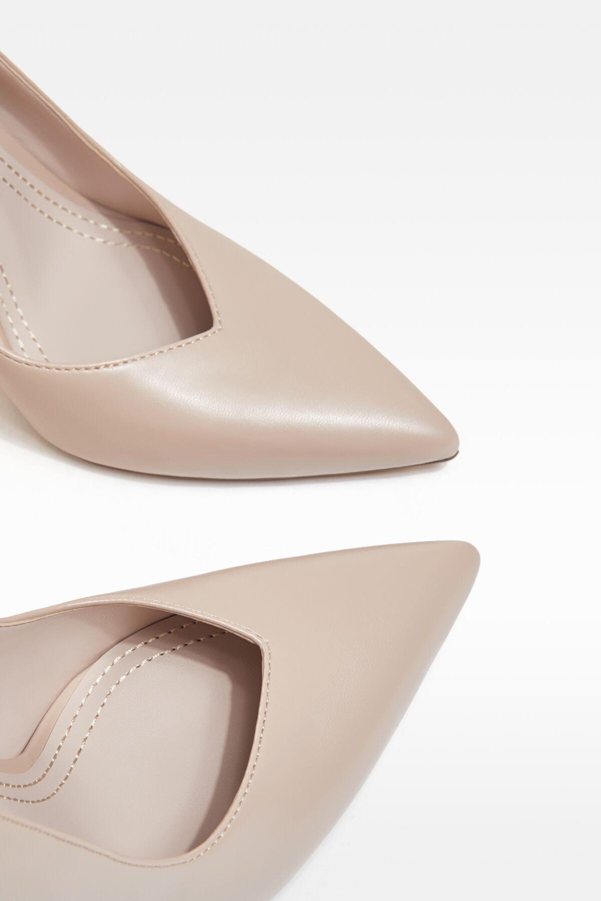 Bershka Kadın Bej V Kesim Topuklu Ayakkabı 11308760 4