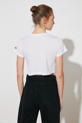 TRENDYOLMİLLA Beyaz Nakışlı Crop Örme T-Shirt TWOSS21TS0093 4