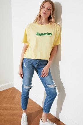 TRENDYOLMİLLA Sarı Kova Burcu Baskılı Boyfriend Örme T-Shirt TWOSS21TS1099 3