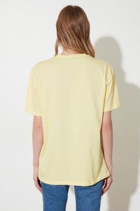TRENDYOLMİLLA Sarı Kova Burcu Baskılı Boyfriend Örme T-Shirt TWOSS21TS1099 4