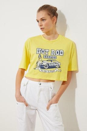 TRENDYOLMİLLA Sarı Baskılı Loose Crop Örme T-Shirt TWOSS21TS1937 1
