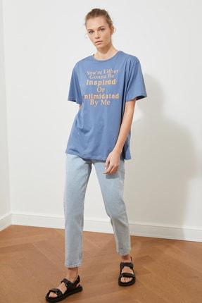 TRENDYOLMİLLA Indigo Ön ve Sırt Baskılı Boyfriend Örme T-Shirt TWOSS21TS2063 2