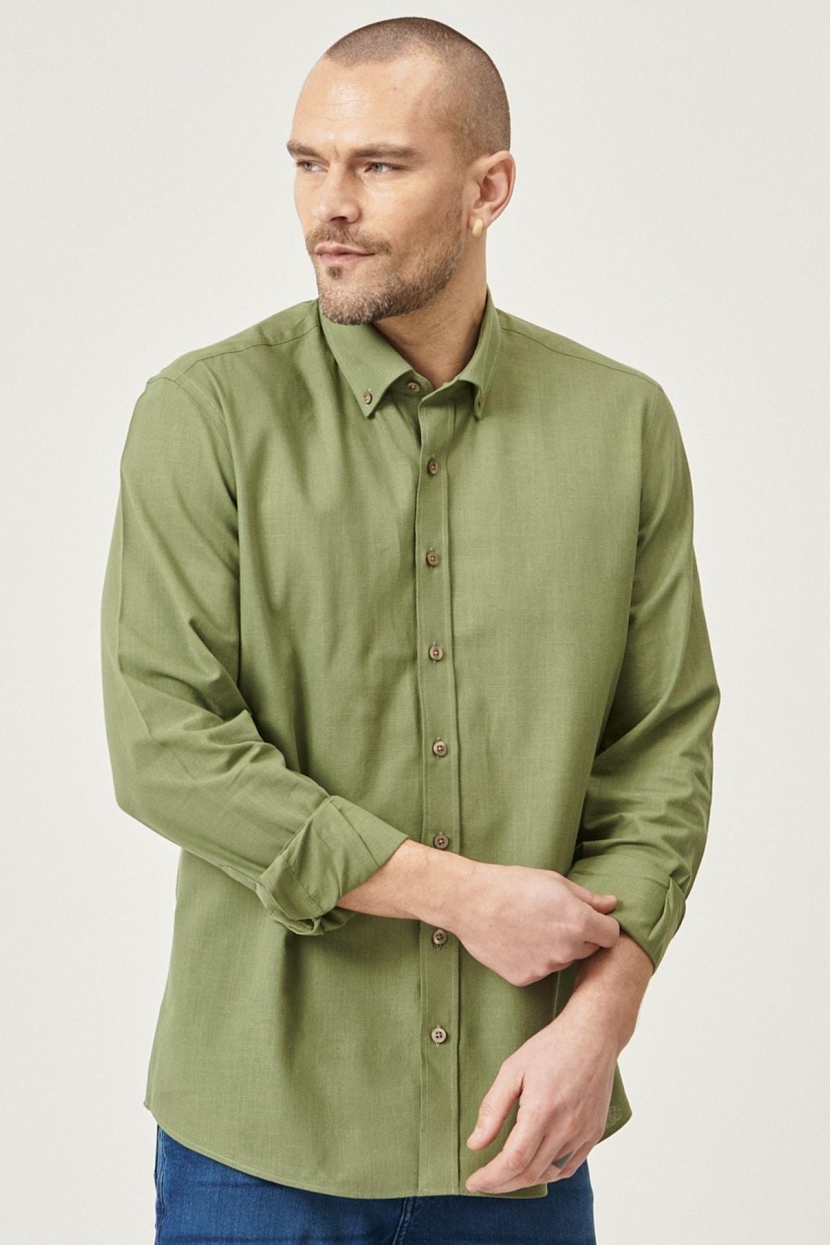 Erkek Haki Tailored Slim Fit Dar Kesim Düğmeli Yaka %100 Koton Gömlek