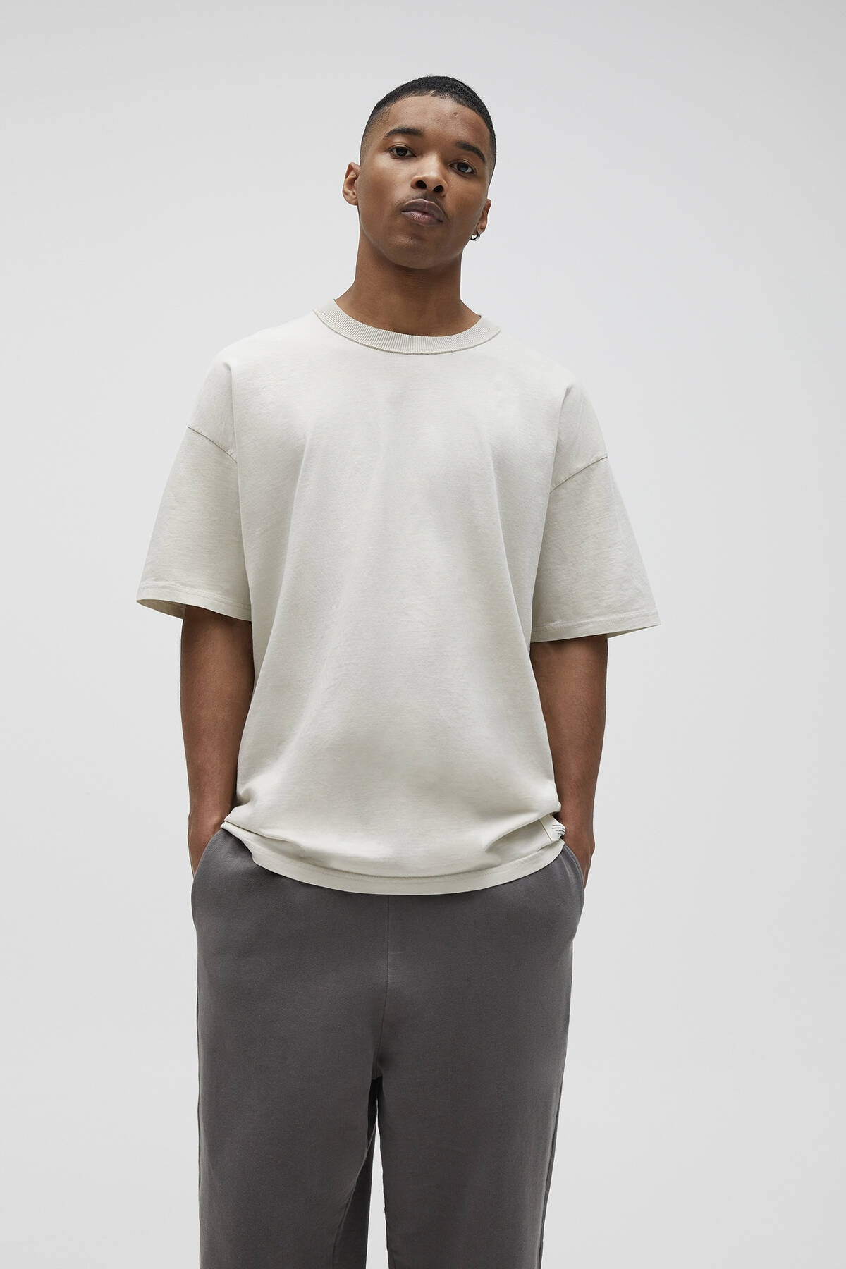 Pull & Bear Erkek Kemik Basic Loose Fit T-Shirt 04241517 0