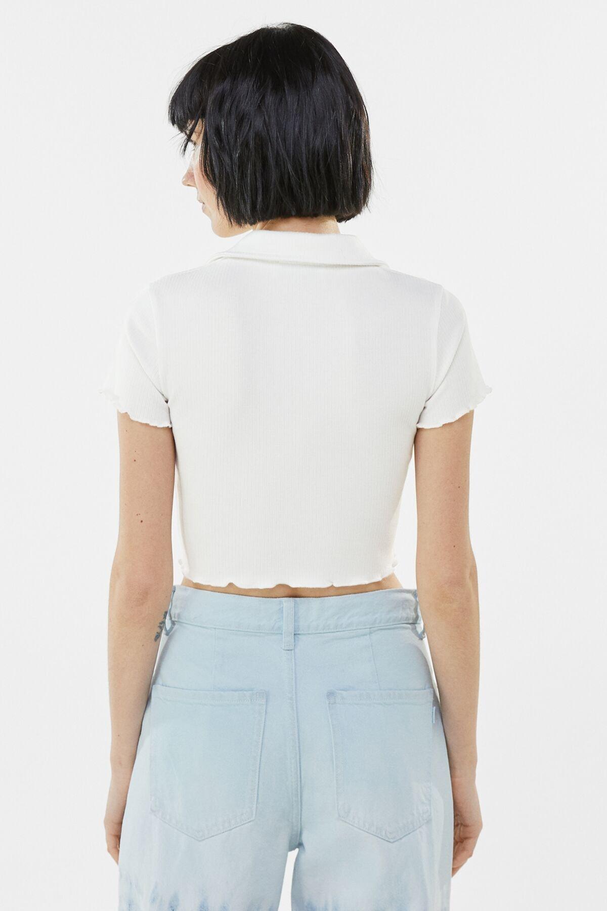 Bershka Kadın Beyaz Düğmeli Kısa Kollu Fitilli Polo T-Shirt 03305492 1