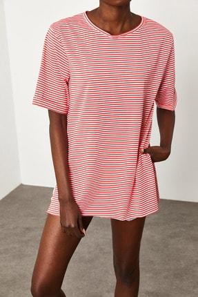 Xena Kadın Kırmızı Çizgili Yırtmaçlı Oversize T-Shirt 1KZK1-11638-04 1