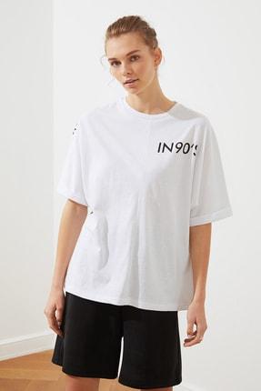 TRENDYOLMİLLA Beyaz Ön Ve Sırt Baskılı Boyfriend Örme T-Shirt TWOSS20TS1275 2