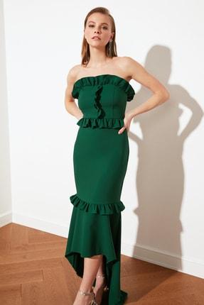 Zümrüt Yeşili Fırfır Detaylı Abiye & Mezuniyet Elbisesi TPRSS21AE0023