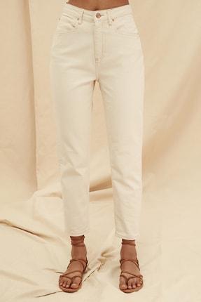 TRENDYOLMİLLA Ekru Yüksek Bel %100 Organik Pamuk Mom Jeans TWOSS21JE0302 3