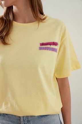 TRENDYOLMİLLA Sarı Baskılı Boyfriend Örme T-Shirt TWOSS21TS0135 1