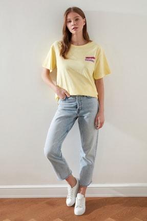 TRENDYOLMİLLA Sarı Baskılı Boyfriend Örme T-Shirt TWOSS21TS0135 2
