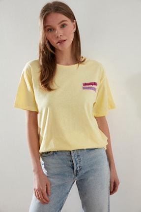 TRENDYOLMİLLA Sarı Baskılı Boyfriend Örme T-Shirt TWOSS21TS0135 3