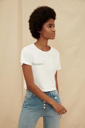 TRENDYOLMİLLA Beyaz %100 Organik Pamuk Ön ve Sırt Baskılı Crop Örme T-Shirt TWOSS21TS1420 2