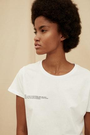 TRENDYOLMİLLA Beyaz %100 Organik Pamuk Ön ve Sırt Baskılı Crop Örme T-Shirt TWOSS21TS1420 3
