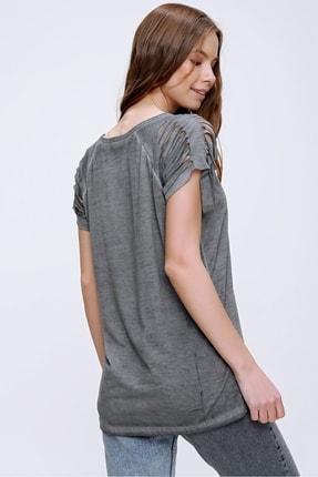 Trend Alaçatı Stili Kadın Antrasit Lazer Kesimli Baskılı Yağ Yıkamalı T-Shirt MDA-1116 4