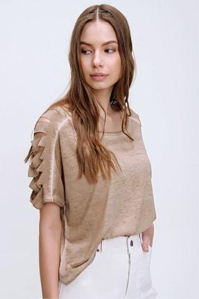 Trend Alaçatı Stili Kadın Camel Kolları Lazer Kesimli Yıkamalı T-Shirt MDA-1122 1
