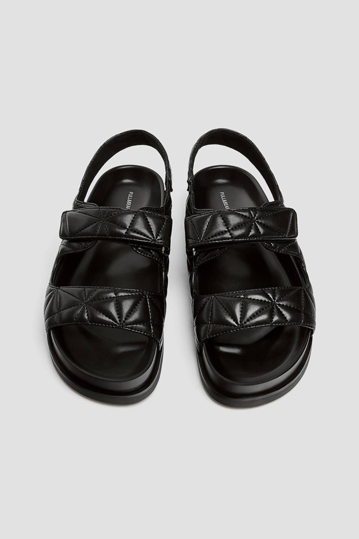 Pull & Bear Kadın Siyah Kapitone Bantlı Düz Sandalet 11418740 4