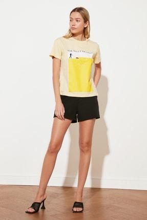 TRENDYOLMİLLA Sarı Semifitted Örme T-Shirt TWOSS21TS2708 1