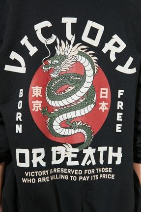 TRENDYOLMİLLA Siyah Şardonlu Sırt Baskılı Örme Sweatshirt TWOAW21SW1924 3