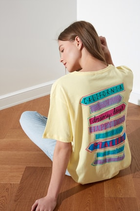 TRENDYOLMİLLA Sarı Baskılı Boyfriend Örme T-Shirt TWOSS21TS0135 0