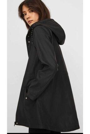 Vero Moda Kadın Siyah Beli Büzmeli Kapüşonlu Yağmurluk 3
