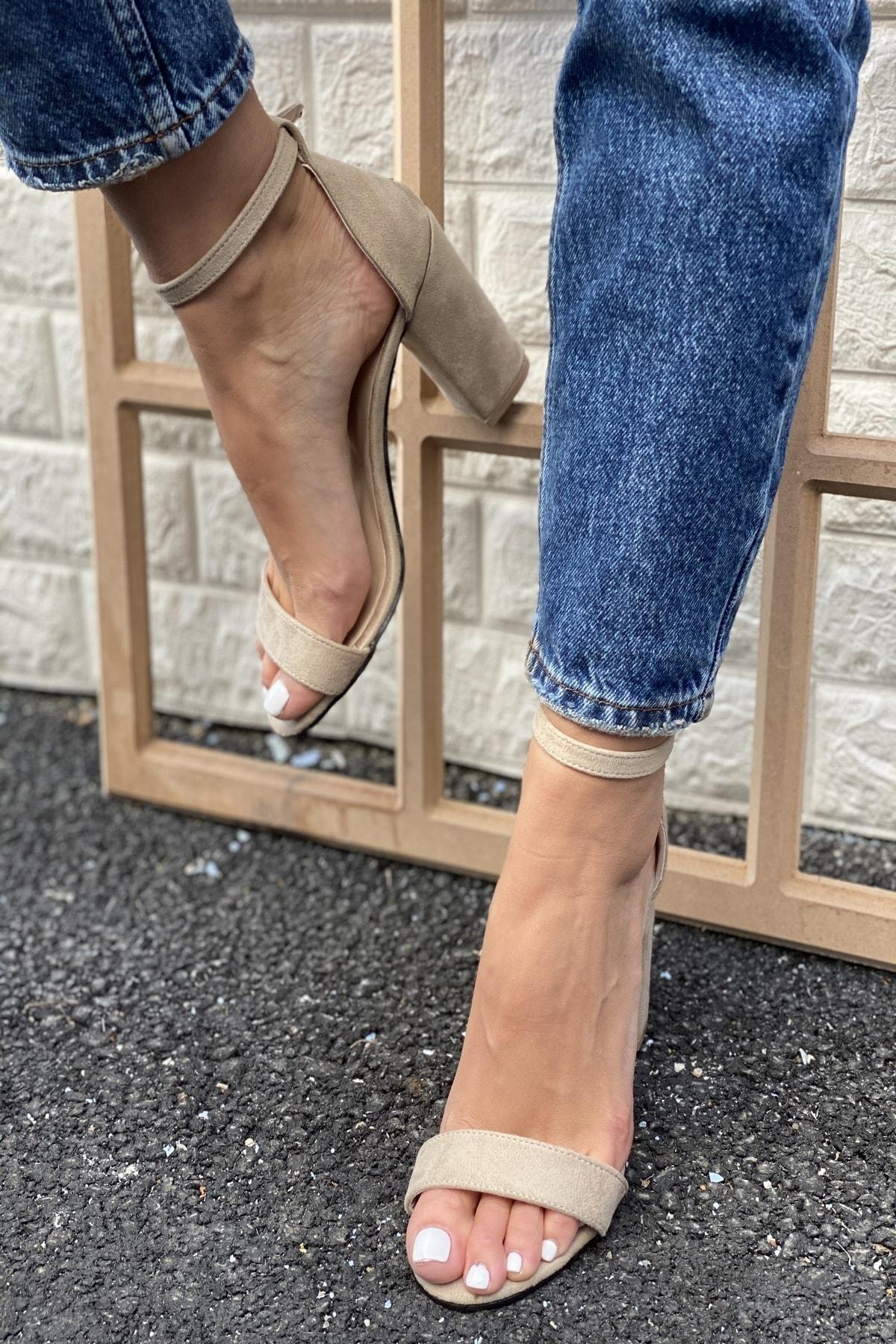 Kadın Bej Tek Bant Bilekten Tokalı Topuklu Ayakkabı