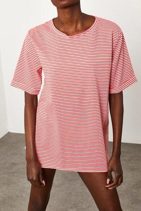 Xena Kadın Kırmızı Çizgili Yırtmaçlı Oversize T-Shirt 1KZK1-11638-04 4
