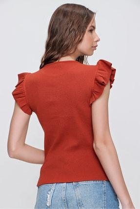 Trend Alaçatı Stili Kadın Tarçın Metal Aksesuarlı Kolu Fırfırlı Kaşkorse Bluz ALC-X5978 4