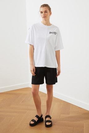 TRENDYOLMİLLA Beyaz Ön Ve Sırt Baskılı Boyfriend Örme T-Shirt TWOSS20TS1275 1