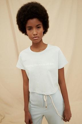 TRENDYOLMİLLA Açık Mavi %100 Organik Pamuk Crop Baskılı Örme T-Shirt TWOSS21TS1434 0