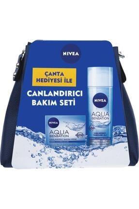 Nivea Canlandırıcı Bakım Seti Çanta Hediyeli Aqua Yüz Temizleyici Jeli 200 ml + Bakım Kremi 50ml 0