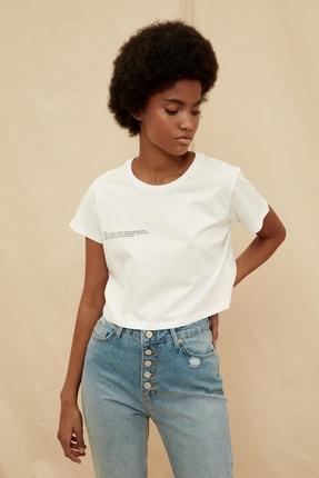 TRENDYOLMİLLA Beyaz %100 Organik Pamuk Ön ve Sırt Baskılı Crop Örme T-Shirt TWOSS21TS1420 0