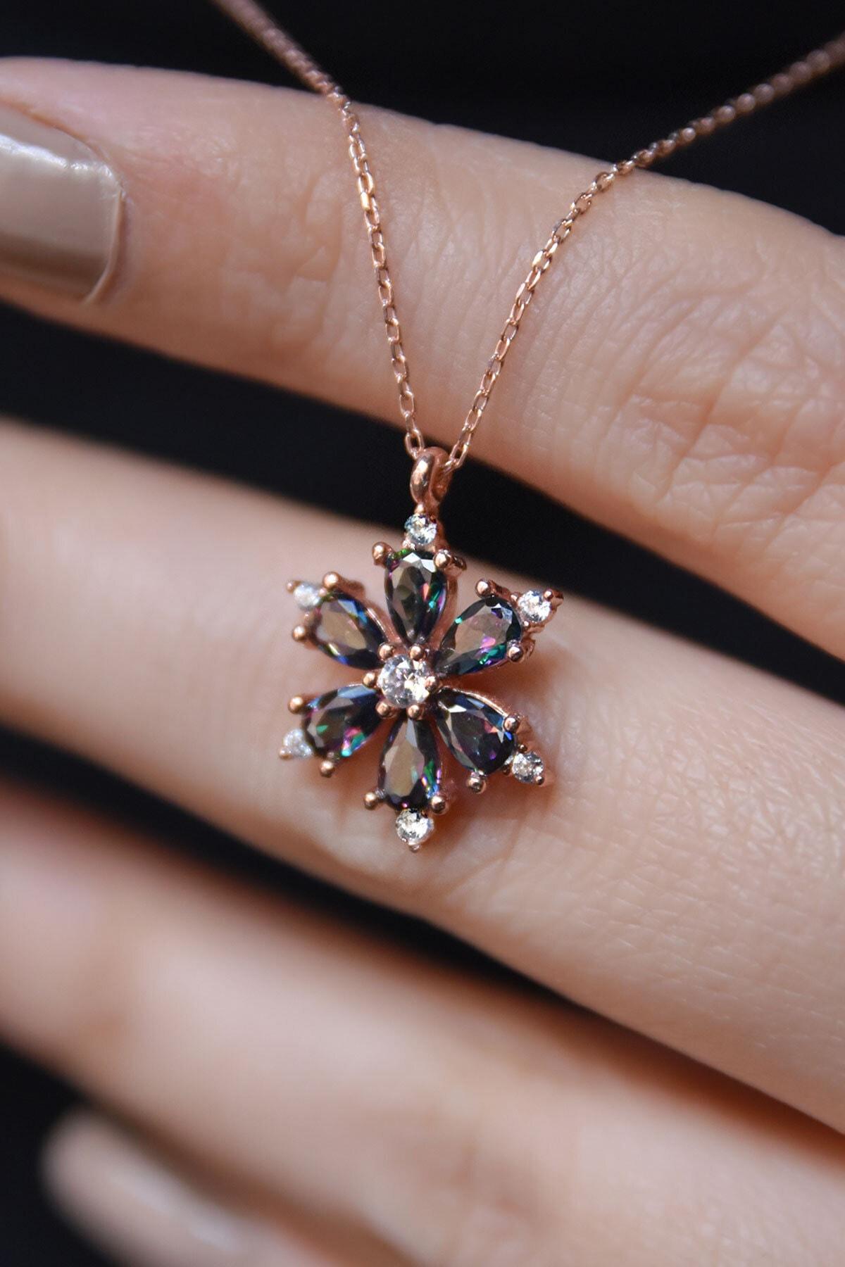 925 Ayar Gümüş Mistik Topaz Taşlı Kamelya Çiçeği Kadın Kolye