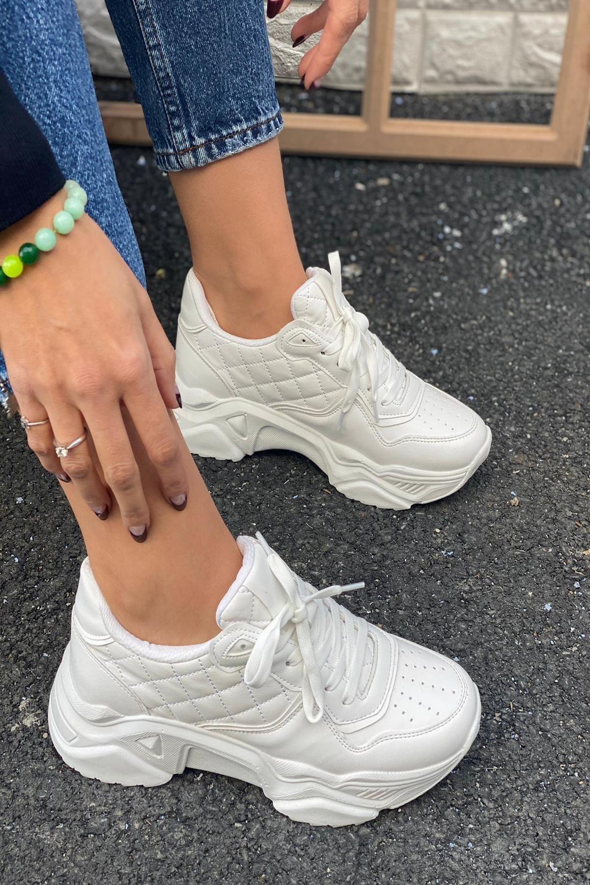 Kadın Beyaz Delik Detaylı Sneakers