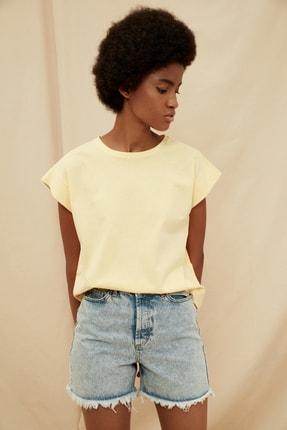 TRENDYOLMİLLA Sarı %100 Organik Pamuk Örme T-Shirt TWOSS21TS1427 2
