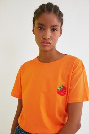 TRENDYOLMİLLA Turuncu Semifitted Nakışlı Örme T-Shirt TWOSS21TS0338 1