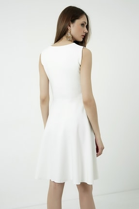 Vis a Vis Kadın Beyaz Kolsuz Kloş Elbise 4