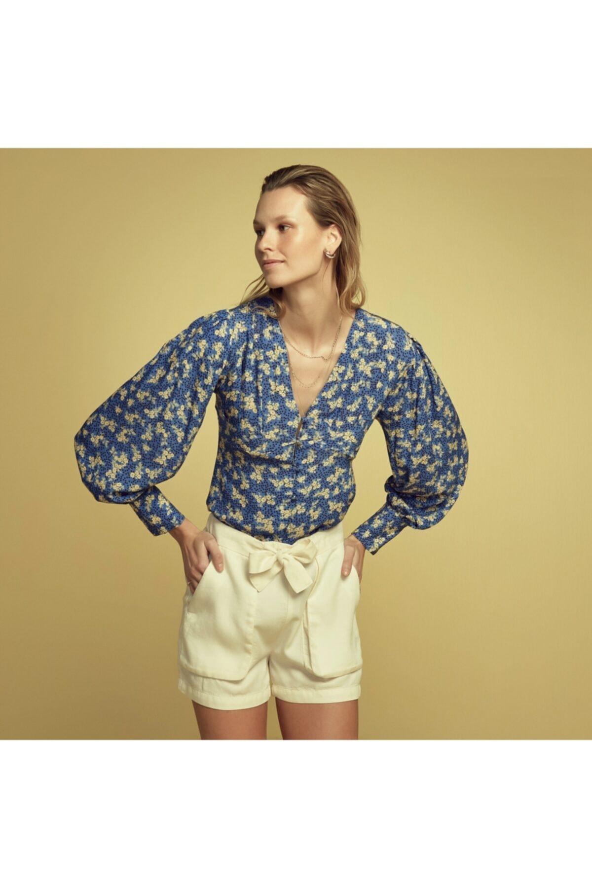 Kadın Lacivert V Yaka Çiçekli Kol Detaylı Bluz