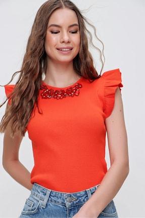 Trend Alaçatı Stili Kadın Turuncu Metal Aksesuarlı Kolu Fırfırlı Kaşkorse Bluz ALC-X5978 2