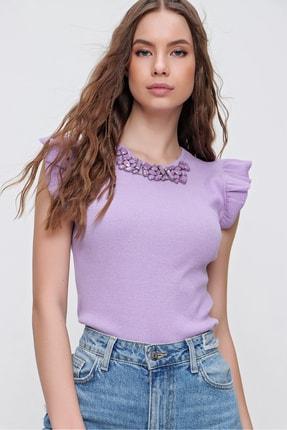 Trend Alaçatı Stili Kadın Lila Metal Aksesuarlı Kolu Fırfırlı Kaşkorse Bluz ALC-X5978 1