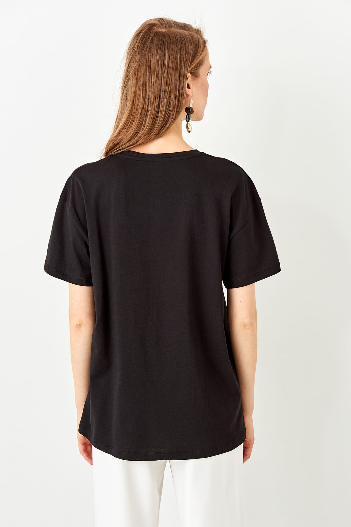 TRENDYOLMİLLA Siyah Nakışlı Boyfriend Örme T-shirt TWOSS19IS0051