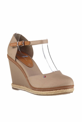 Tommy Hilfiger Kadın iconic Basic Closed Toe Wedge Dolgu Topuklu Ayakkabı FW0FW02791 2